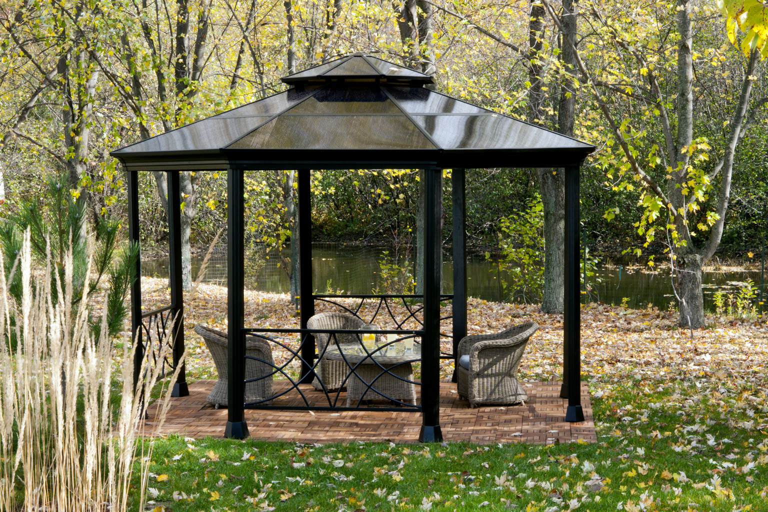 Sun shelter outdoor sun shelters for Small garden shelter